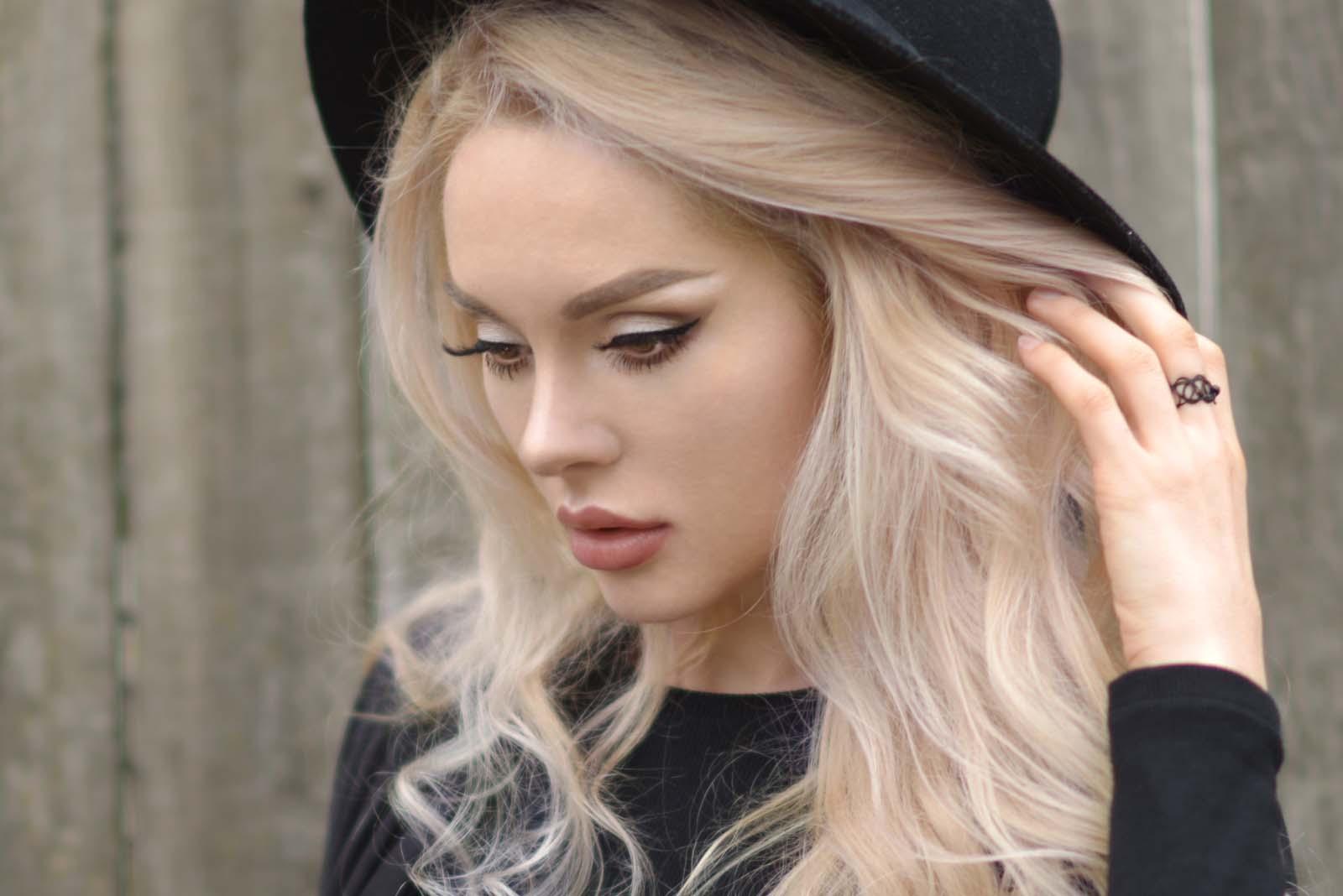 12_vintage_pattern_skirt_black_hat_pompon