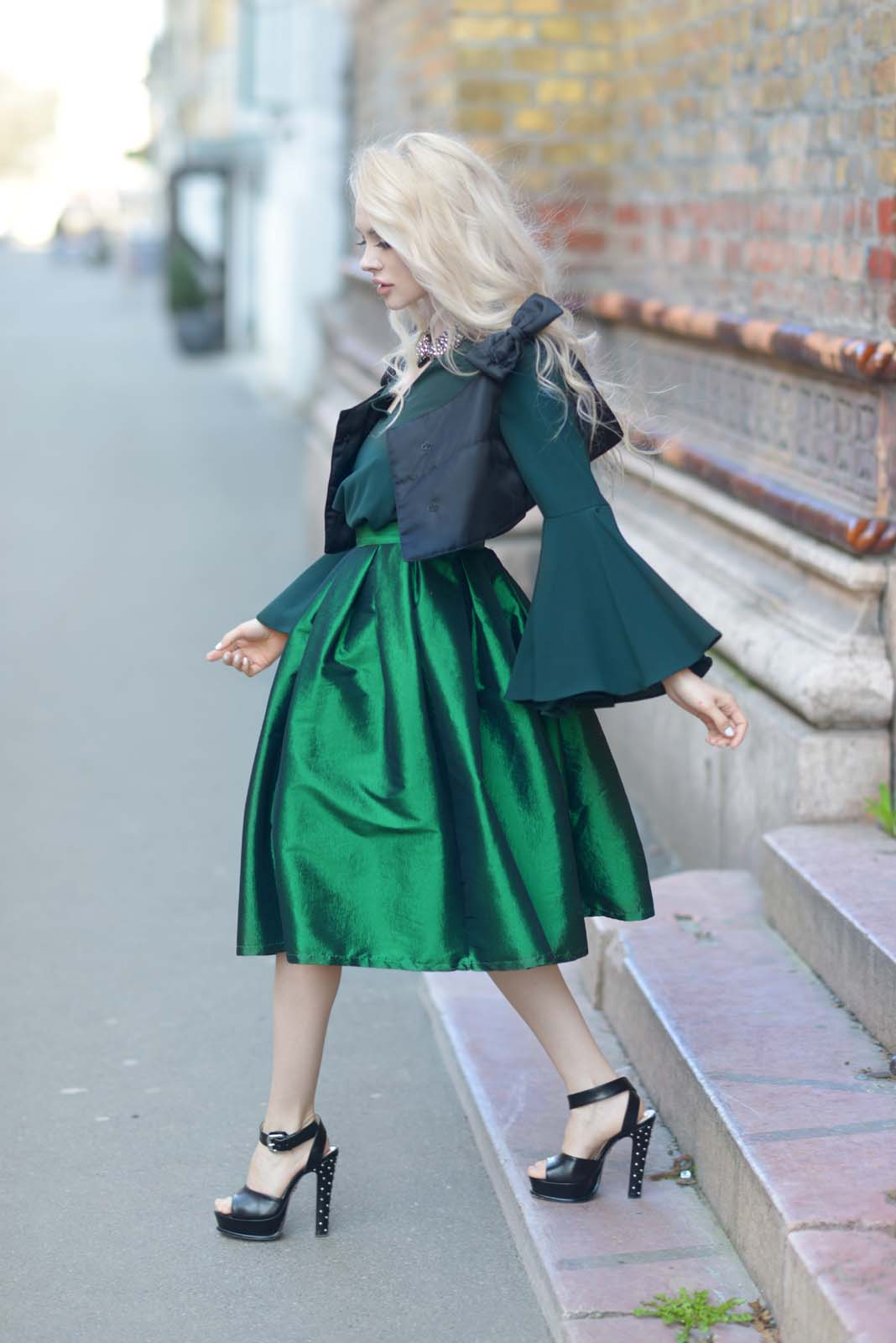 13_emerald_skirt_beaded_collar_flared_shirt