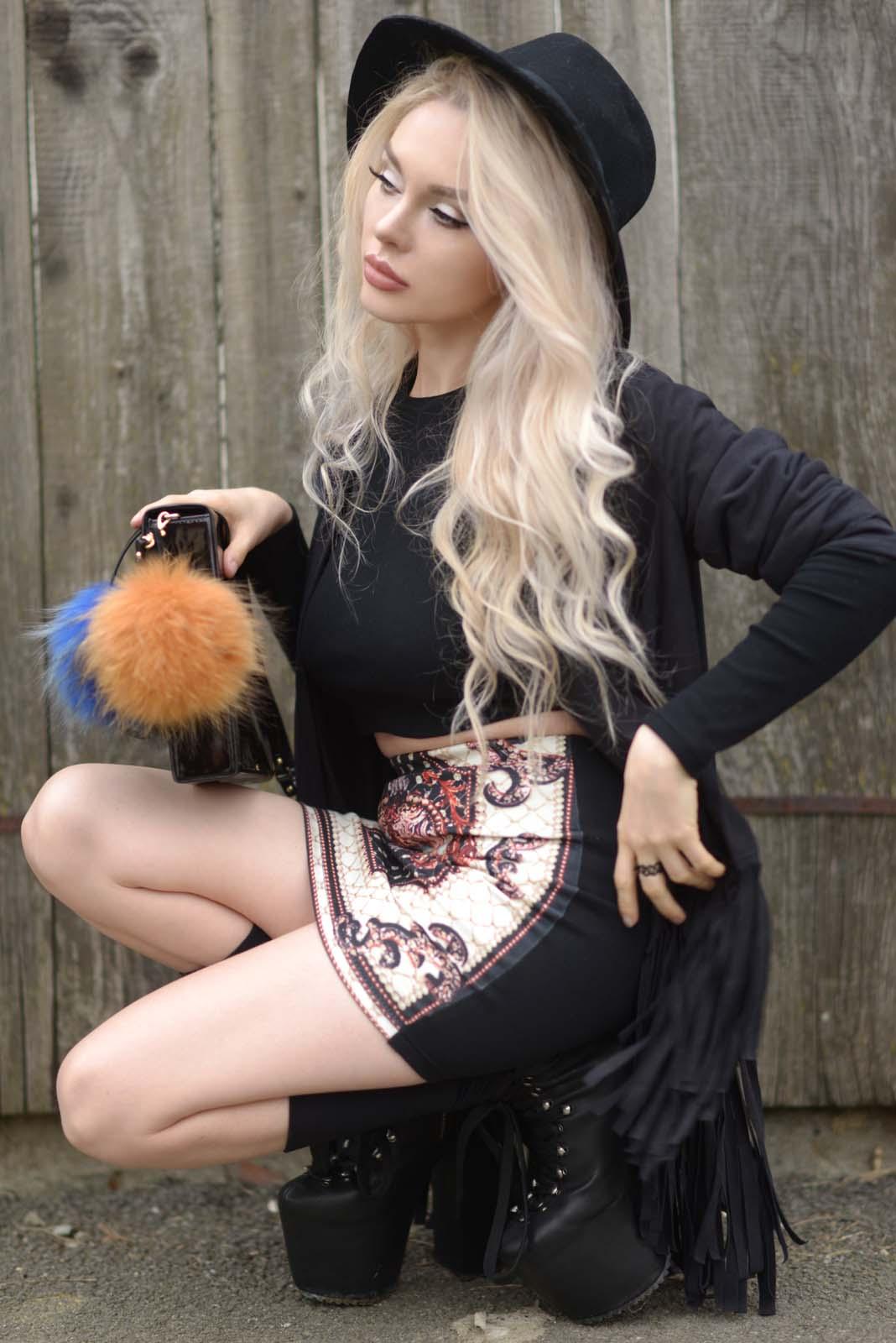 13_vintage_pattern_skirt_black_hat_pompon