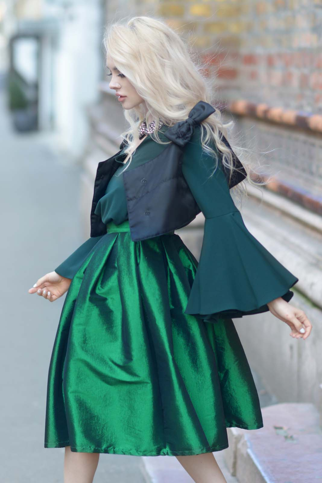 14_emerald_skirt_beaded_collar_flared_shirt