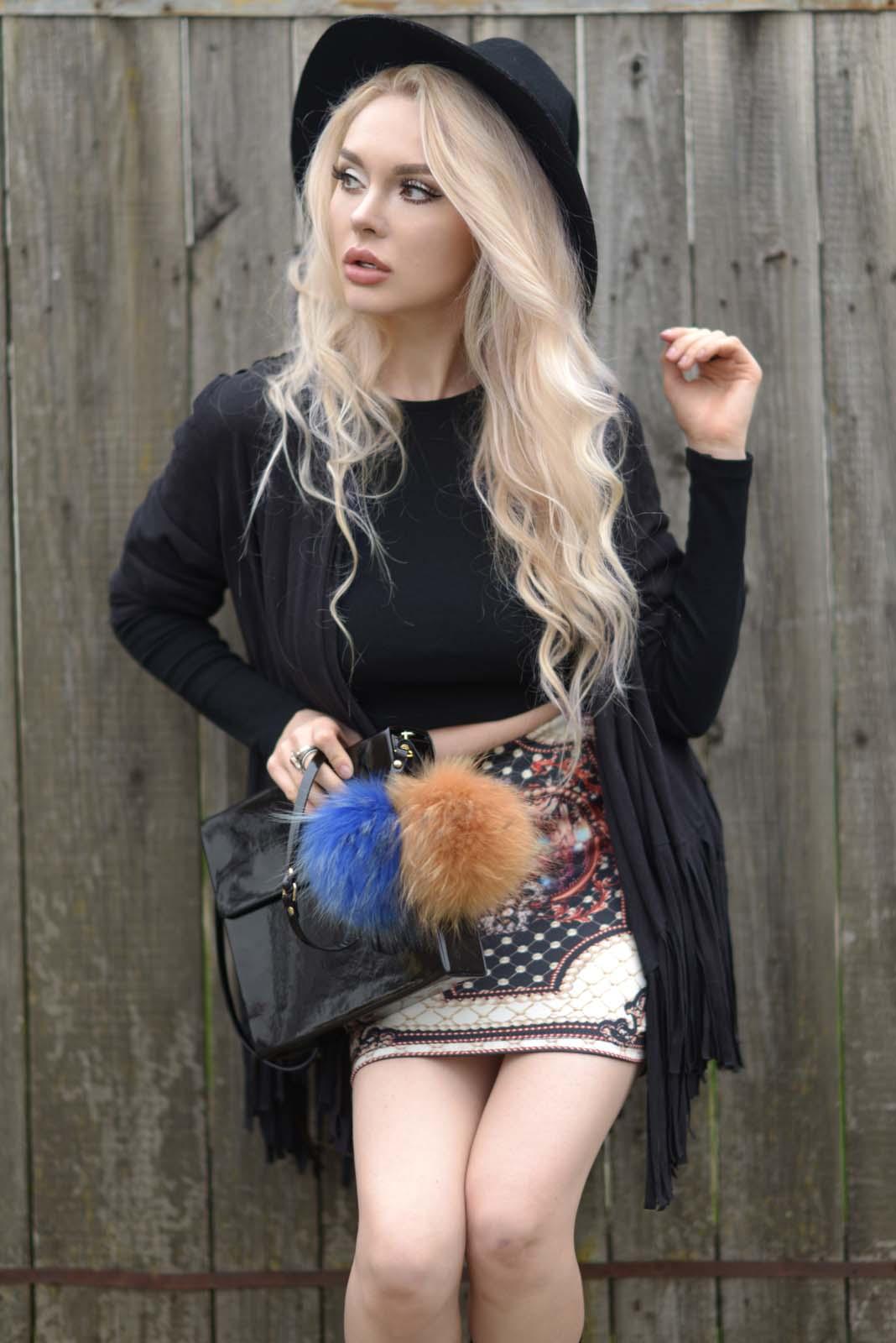 14_vintage_pattern_skirt_black_hat_pompon