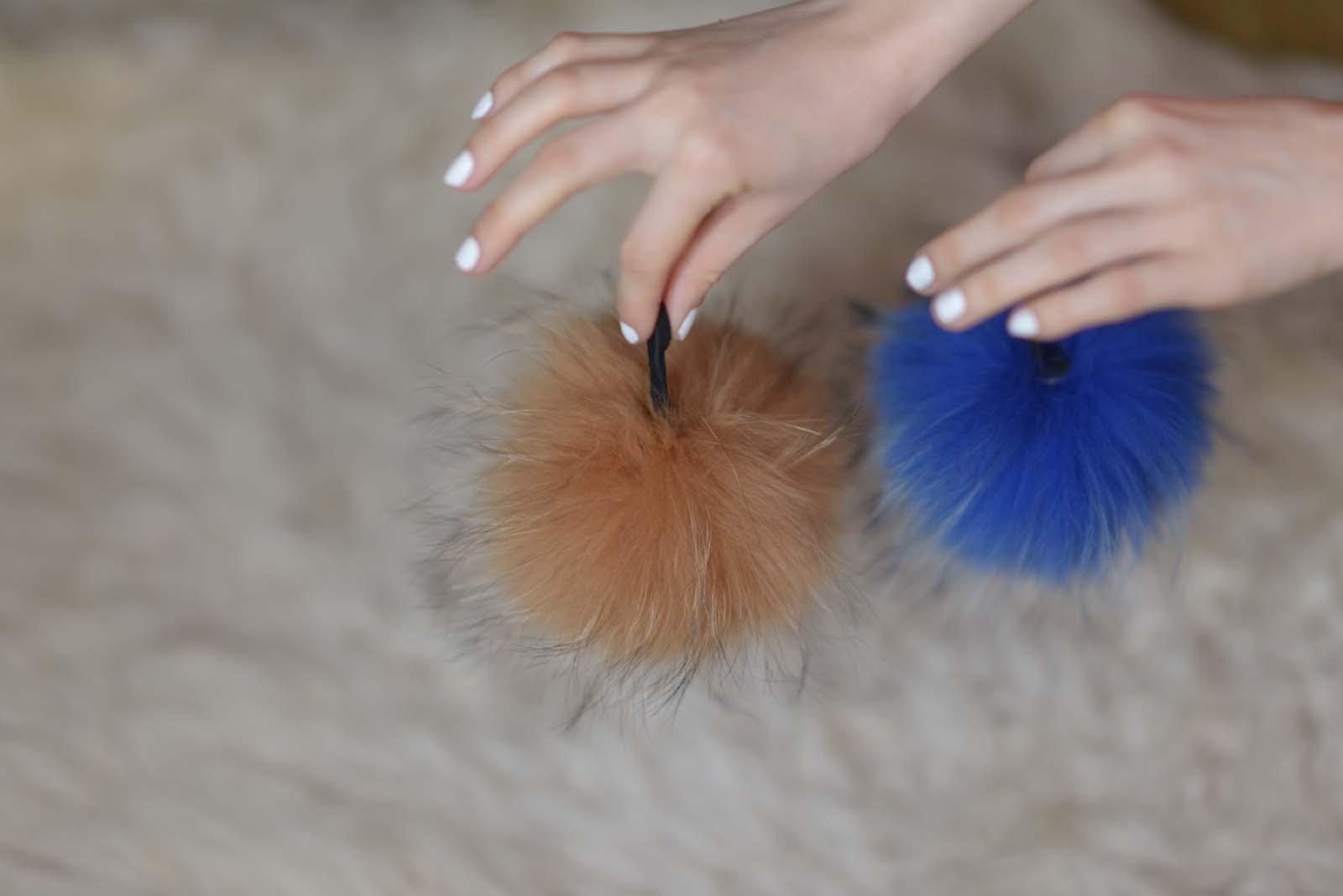 19_vintage_pattern_skirt_black_hat_pompon