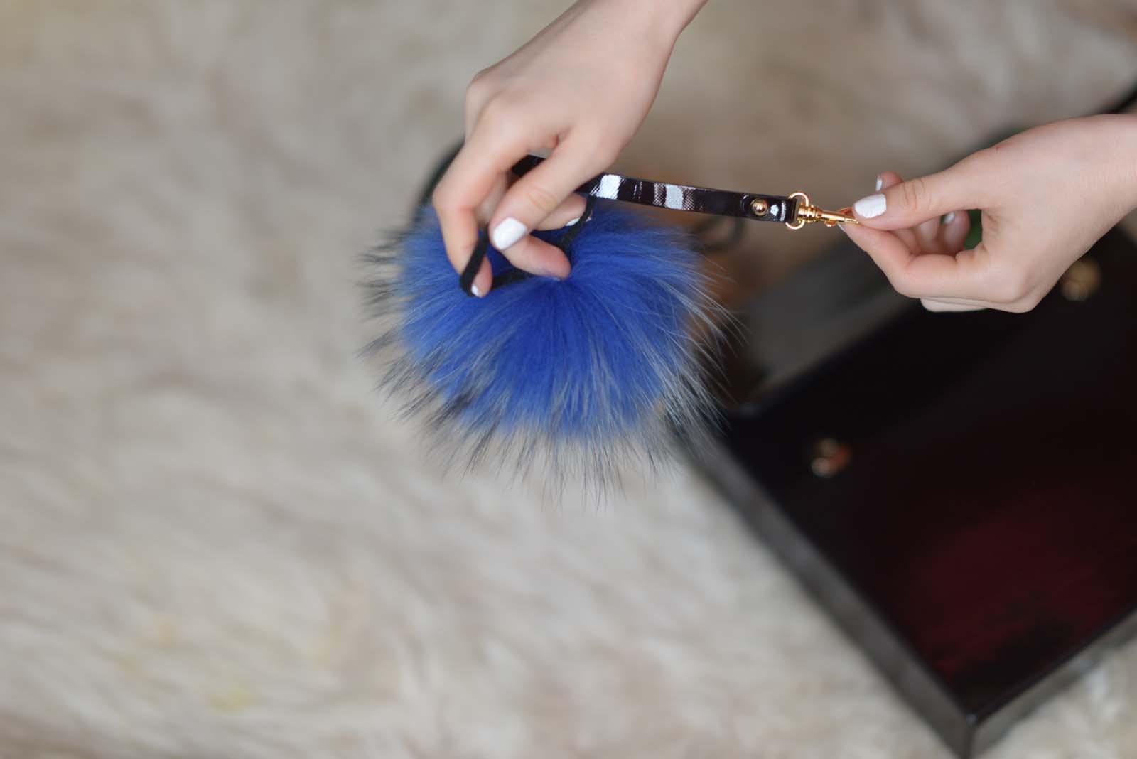 20_vintage_pattern_skirt_black_hat_pompon
