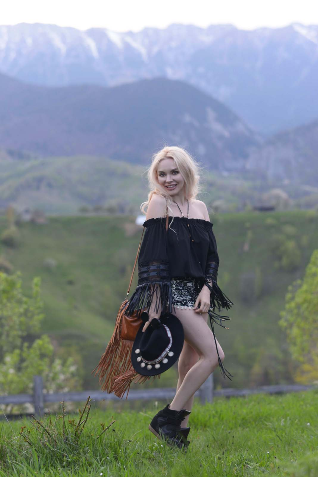 02_mountain_outfit_carpathians_camel_black