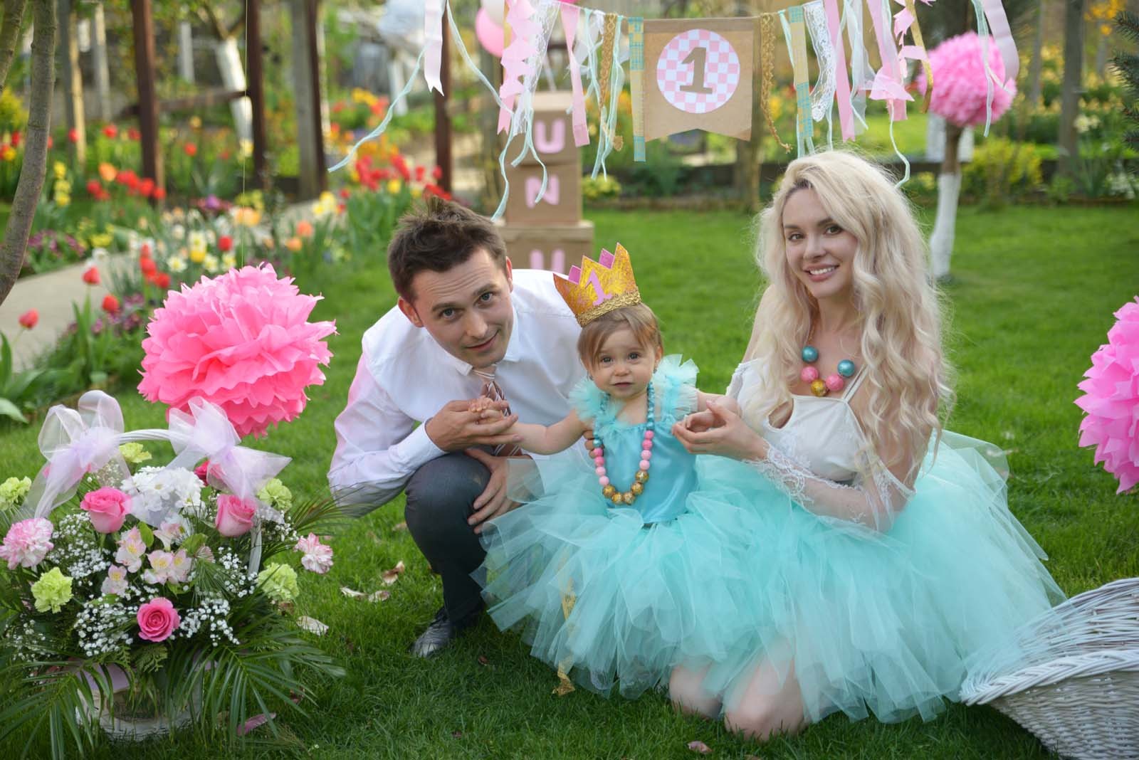 62_baby_girl_first_anniversary_tutu_pompon