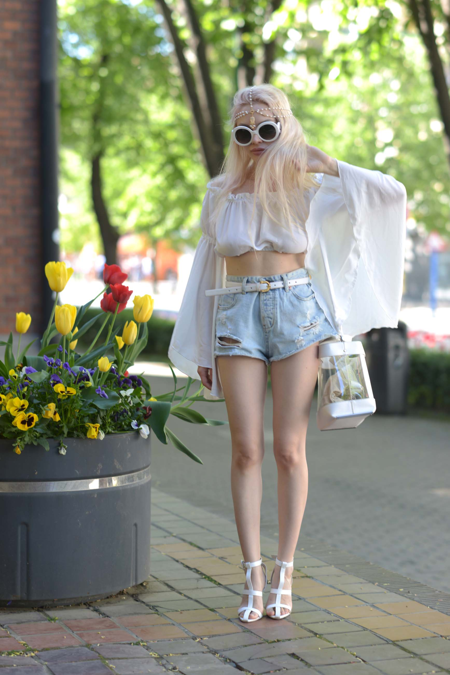 05_flared_white_top_jeans_shorts