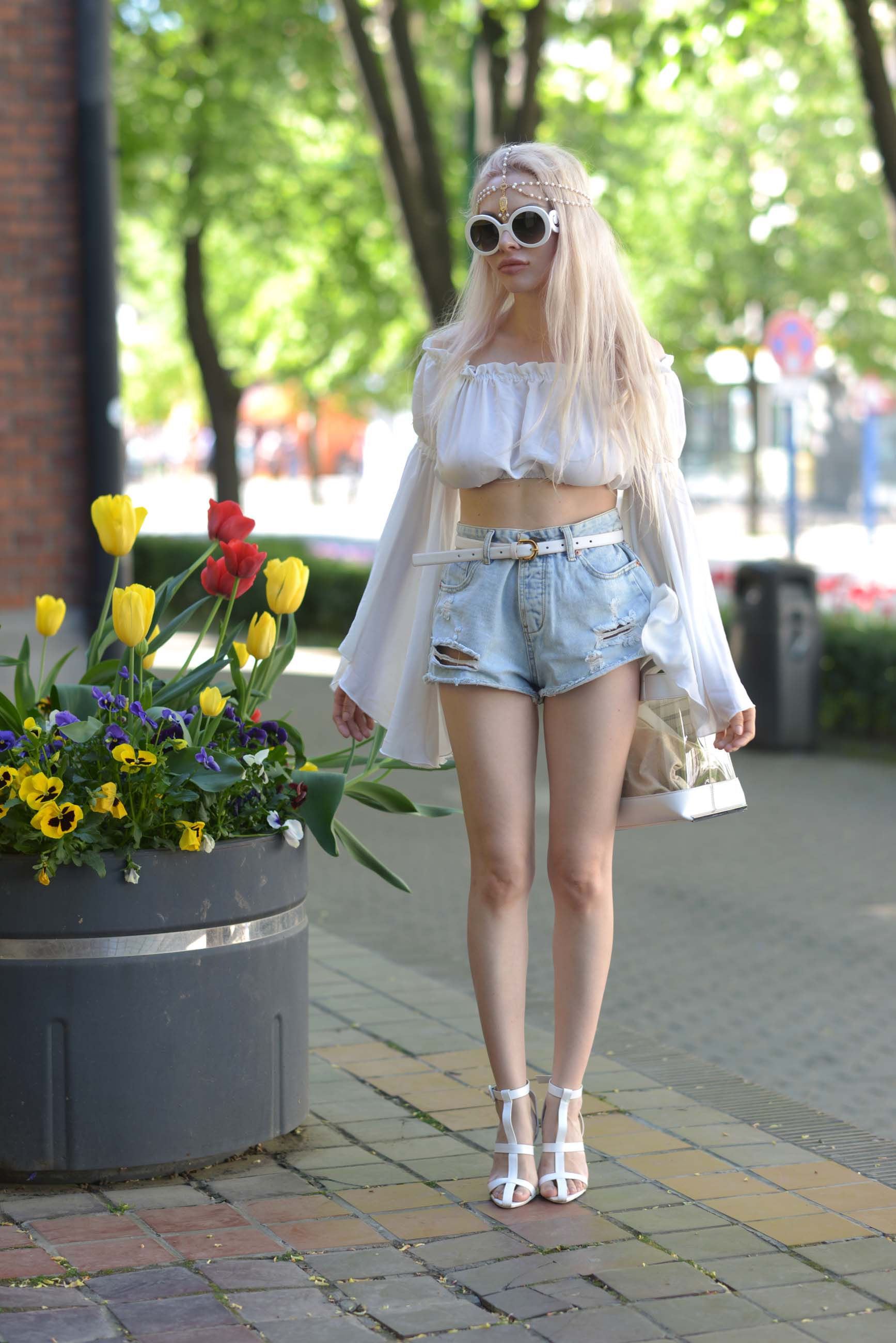 06_flared_white_top_jeans_shorts