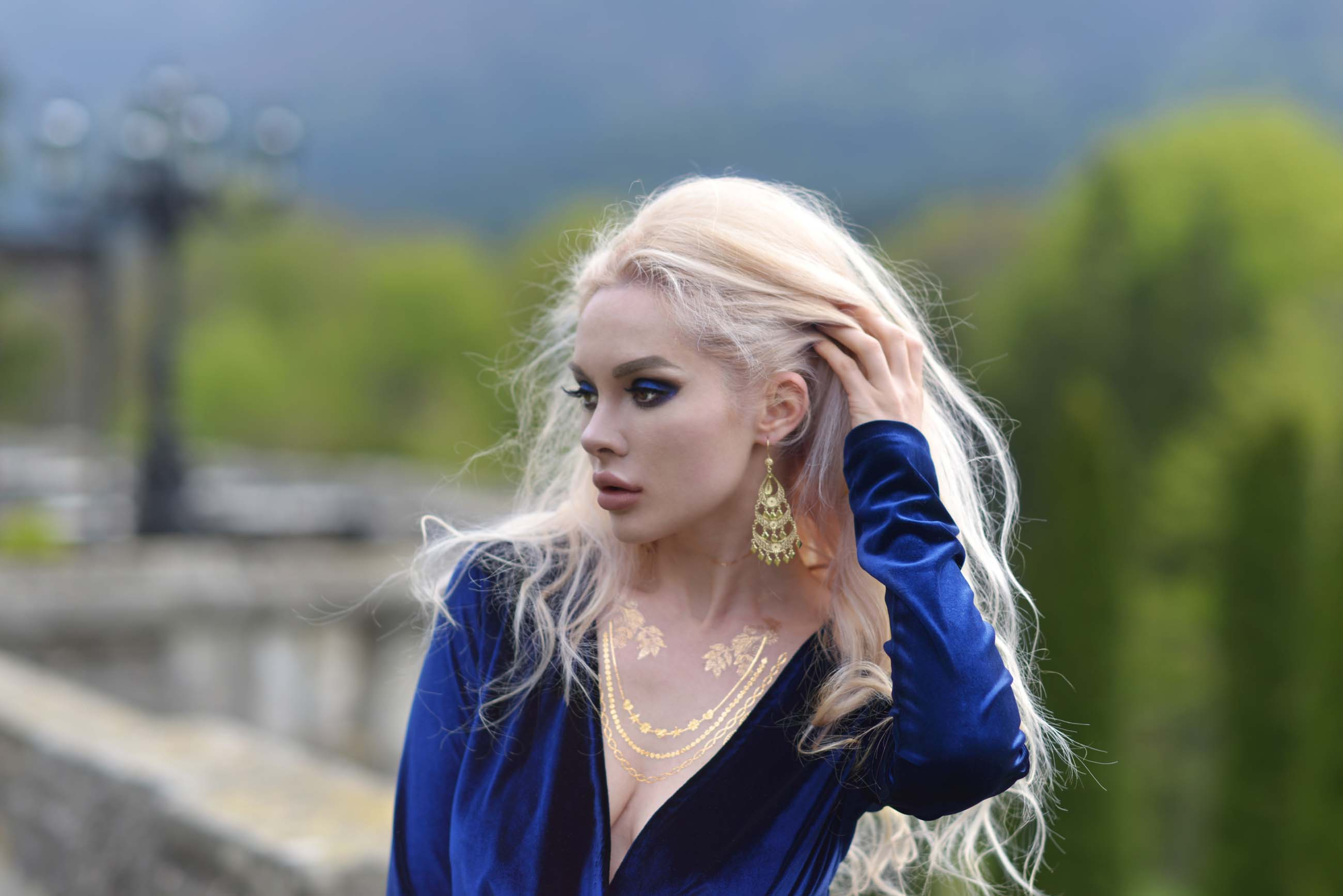 07_cantacuzino_palace_blue_royal_velvet_dress