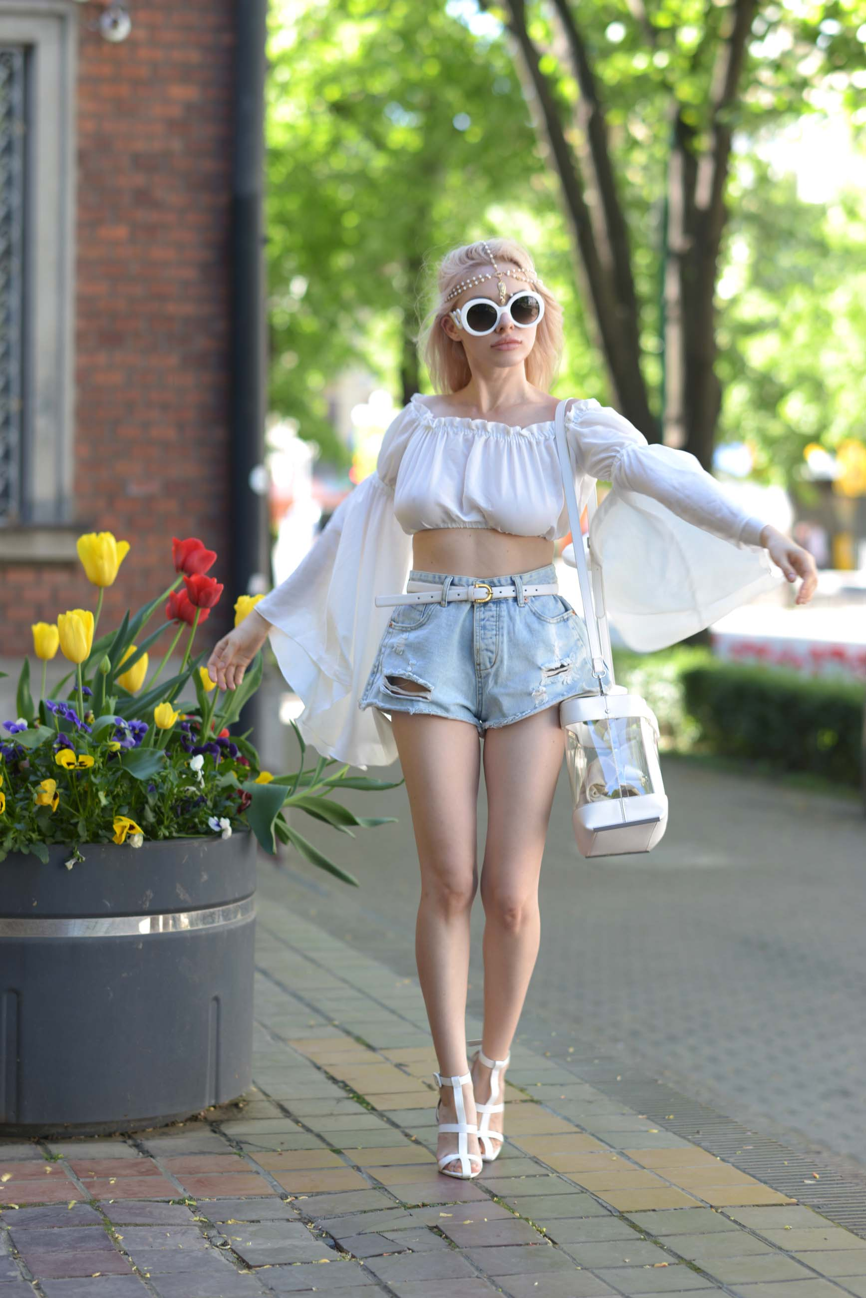 07_flared_white_top_jeans_shorts
