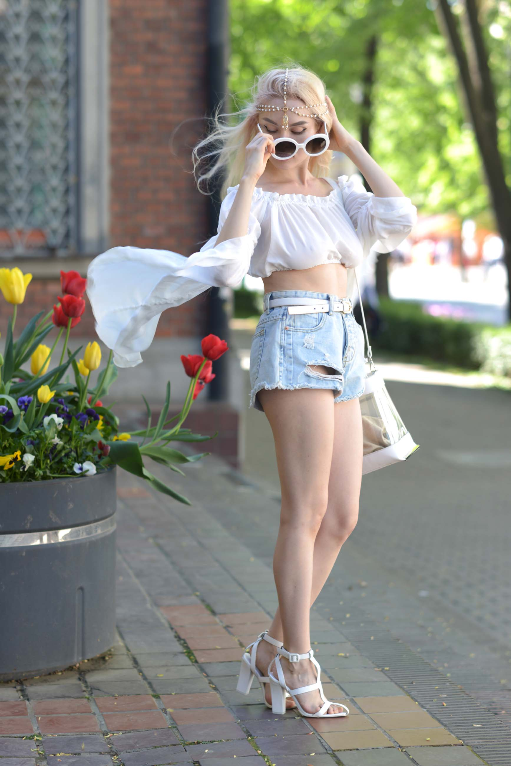 08_flared_white_top_jeans_shorts