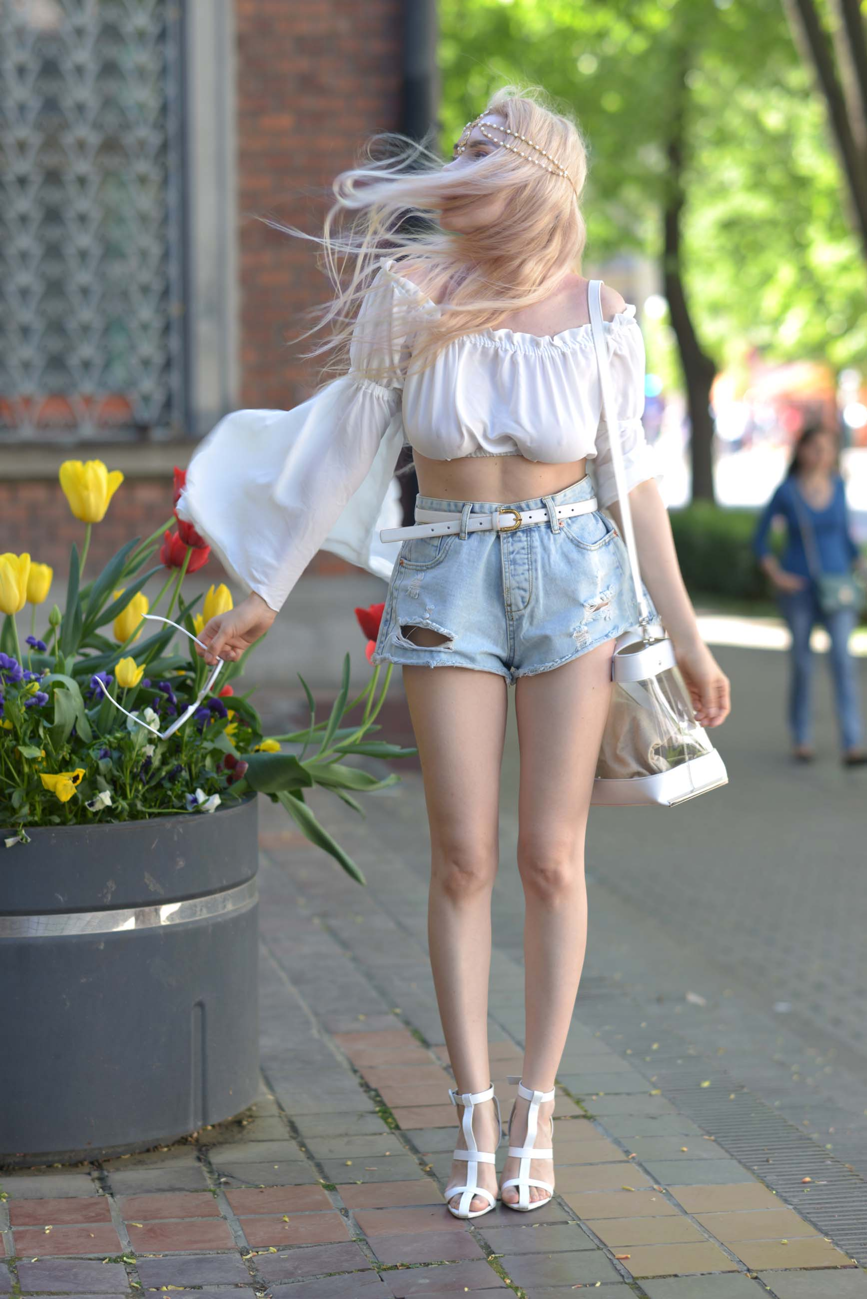 10_flared_white_top_jeans_shorts