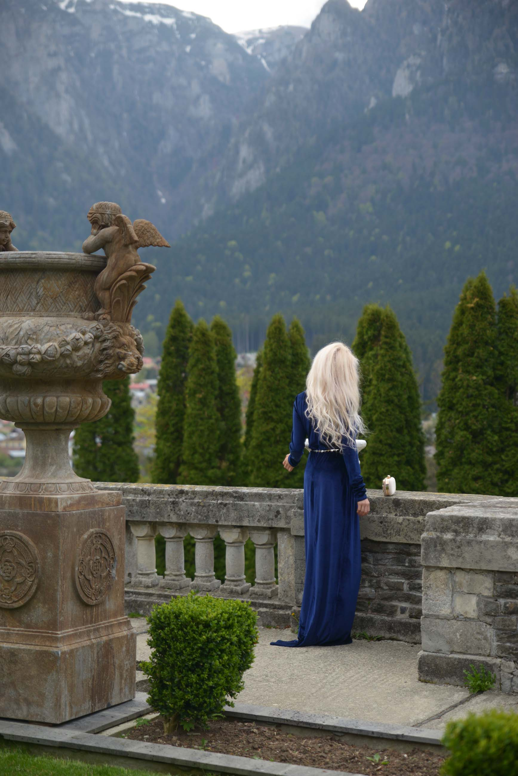 14_cantacuzino_palace_blue_royal_velvet_dress