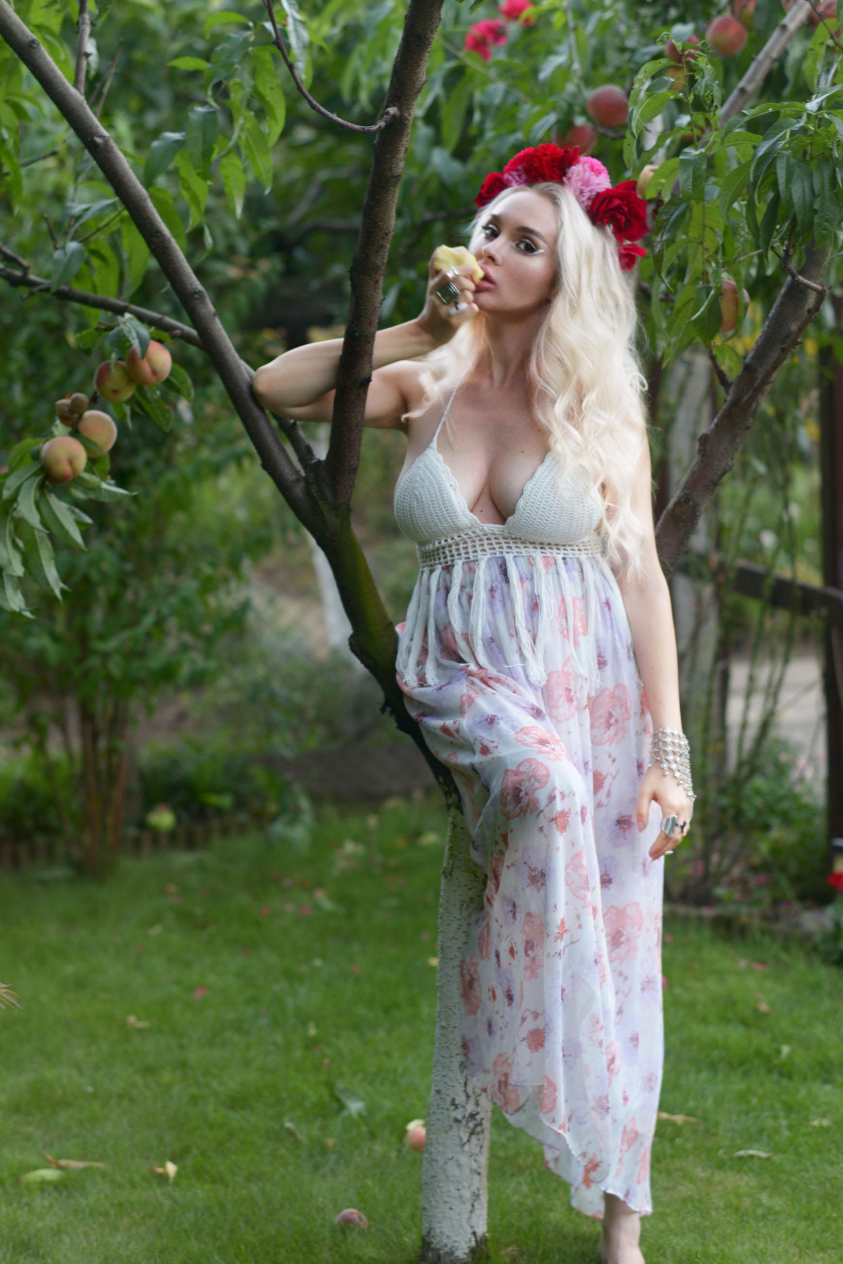 06_flower_crown_crochet_bralette